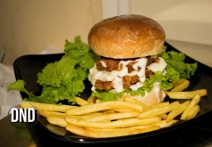 New deli special burger at New Deli Cafe, Hoigebail, Urwa, Mangalore- What tempts my Palate